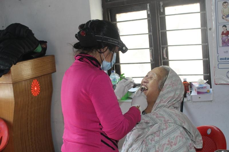 दानामा दन्त शिविर सुरु ७५ जनाले सेवा लिए